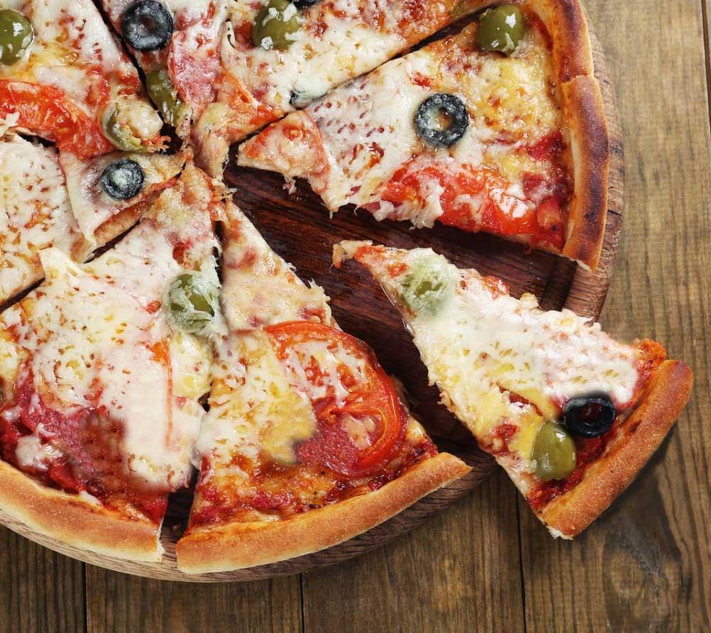 Pizza Integral de tomate ricota ou mozarela de búfala